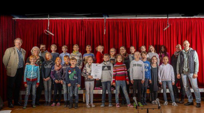 """09.12.2019 – Klasse 3e gewinnt Wettbewerb der Schulbehörde mit dem Song """"Vielfalt ist das Leben"""""""